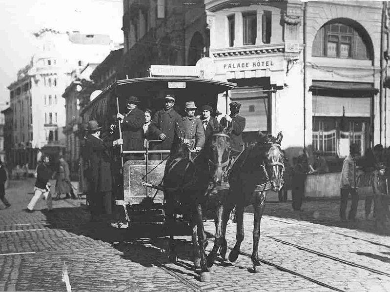 Tramvai_cu_cai_1871.jpg