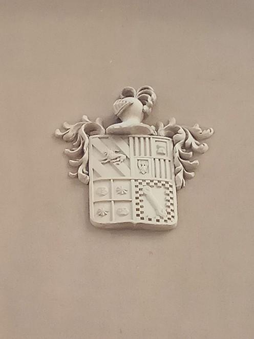 Detalle del escudo de la fachada