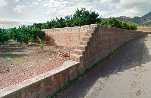 Escales a la vora del bancal en camí del Castell