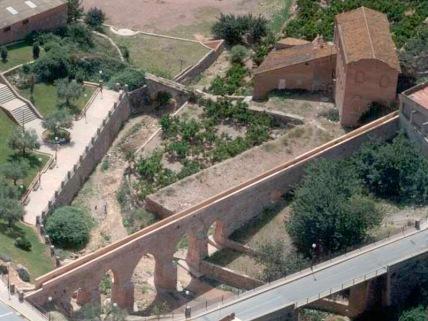 Vista genral del conjunto hidráulico. El molino del 'Tio Demetrio' todavía e pie.
